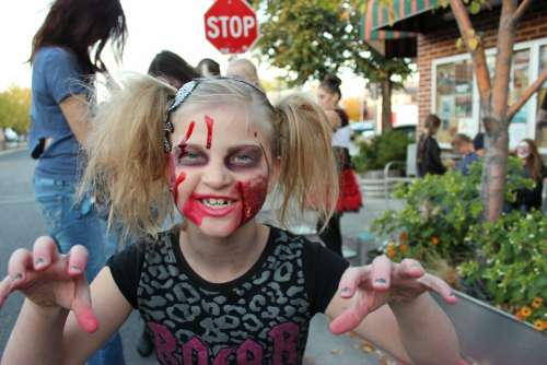 Zombie Halloween Face Girl Make-Up Young Cute