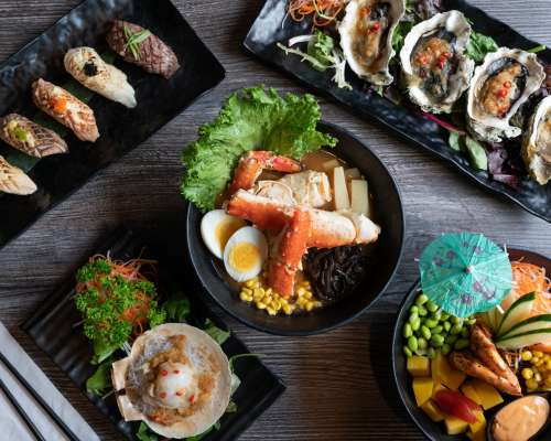 Japanese Dining In Restaurant Photo