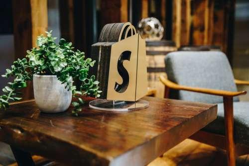 Shopify Table Decor Photo