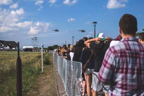 Crowd control fence