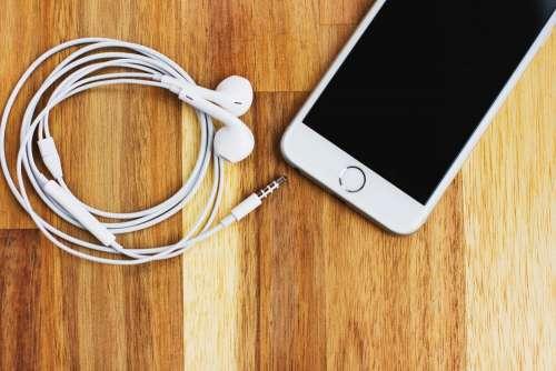 iPhone 6s with headphones 3