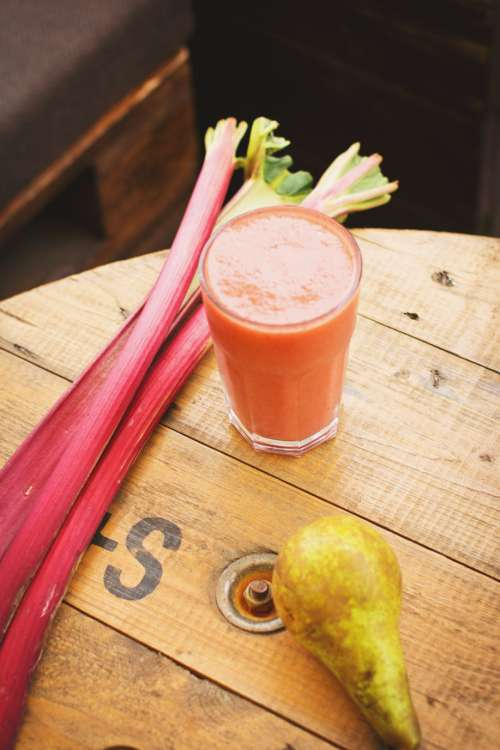 Pear and rhubarb smoothie 6