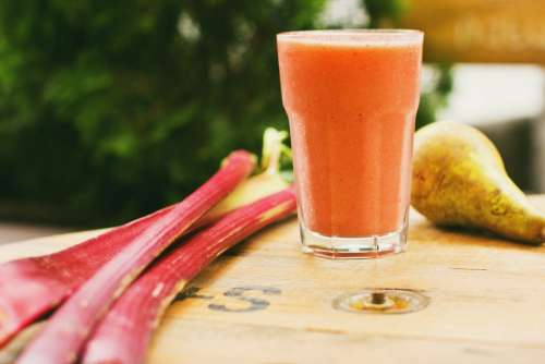 Pear and rhubarb smoothie 8