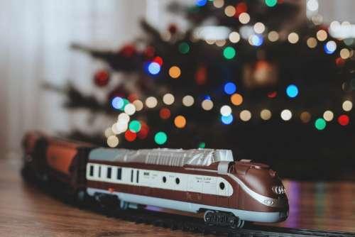 Toy train going around the Christmas tree 4