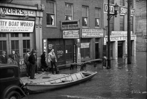 1936 Ohio River Flood in Louisville, Kentucky free photo