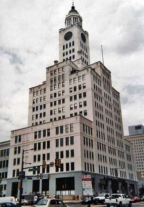 Inquirer Building on North Broad Street in Philadelphia, Pennsylvania free photo