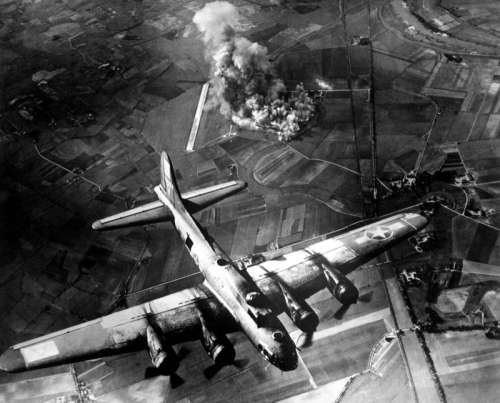 American 8th Air Force Boeing B-17 Flying Fortress bombing raid on the Focke-Wulf factory free photo