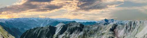 Beautiful Landscape Panoramic of the mountaintops free photo