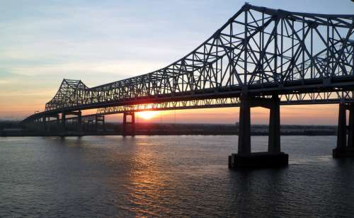 Bridge across the Mississippi River in New Orleans, Louisiana free photo