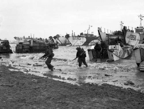 British Troops coming ashore at Gold Beach, D-Day, World War II free photo