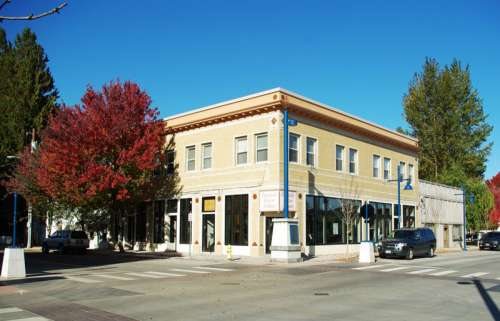 Building in downtown Sherwood, Oregon free photo