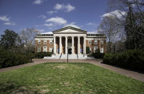 Building in the middle of the quad at UNC Chapel Hill, North Carolina free photo