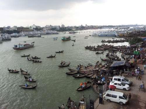 Buriganga River with lots of Boats in Dhaka, Bangladesh free photo