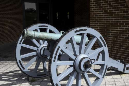 Cannon outside the visitor's Center Yorktown, Virginia free photo