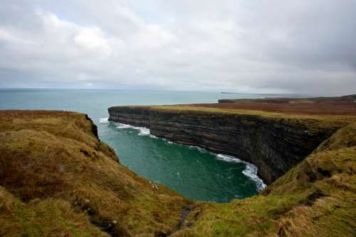 Coastline on the Cliffs landscape and ocean in Ireland free photo
