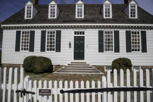 Colonial House with white fence in Yorktown, Virginia free photo