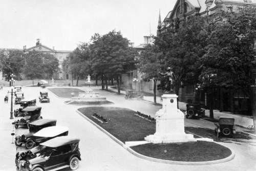 Court House Avenue and Soldier's Monument, 1920s in Brockville, Ontario, Canada free photo