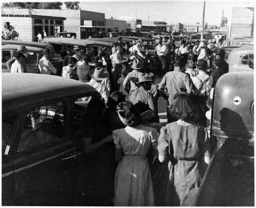 Crowds of people during cotton harvest in Coolidge, Arizona in 1924 free photo