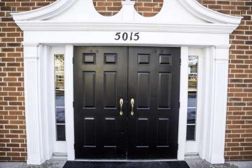 Doorway into the building free photo