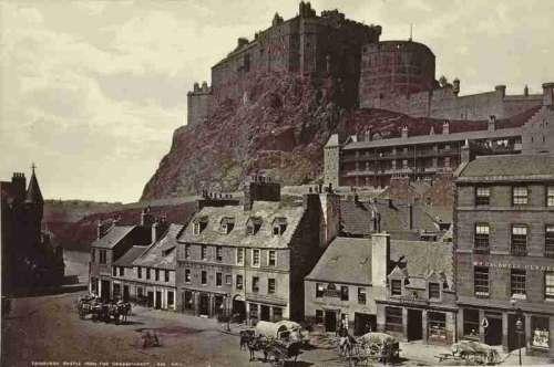 Edinburgh Castle from Grass Market free photo