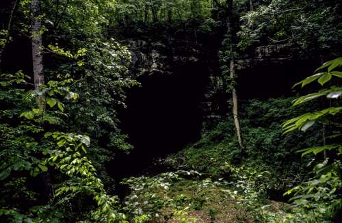 Entrance to Russell Cave in Alabama free photo