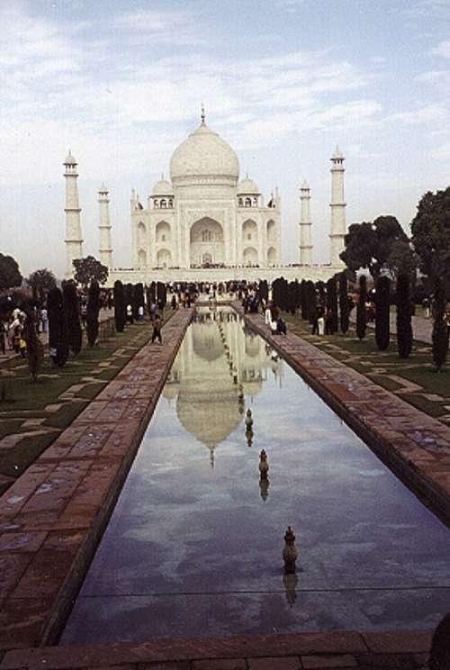 Frontal View of the Taj Mahal, India free photo