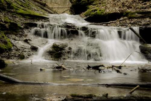 Full Silky Waterfall at the end of Parfrey's Glen, Wisconsin free photo