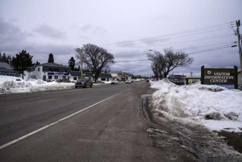 Highway 61 into Grand Marais, Minnesota free photo