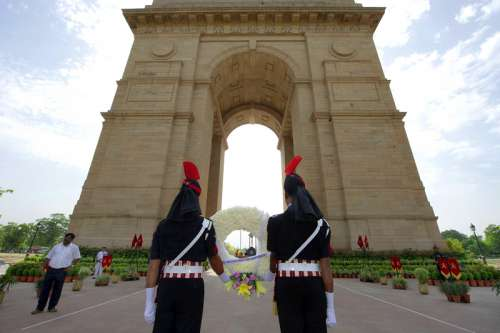Indian Army Soldiers paying tribute to Martyrs free photo