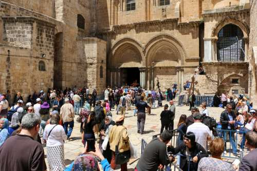 Jerusalem israel holy sepulcher with people free photo