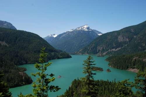 Lake and Mountains landscape in Washington free photo