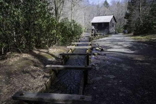Looking at Mingus Mill at Great Smoky Mountains National Park, North Carolina free photo