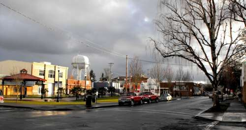 Looking at a street in Woodburn, Oregon free photo