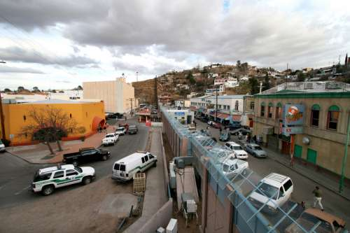 Modern picture of the border between Arizona, on the left, and Sonora in Nogales free photo