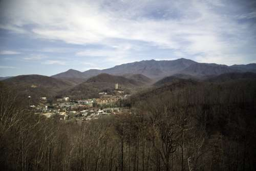 Mountains and the town of Gatlingburg in Tennessee free photo