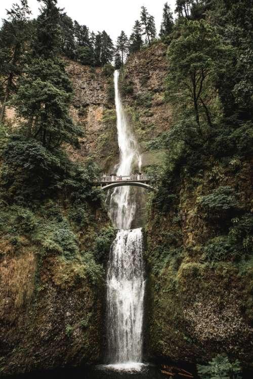 Multnomah Falls scenery in Oregon free photo