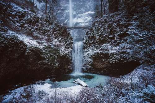 Multnomah Falls winter landscape in Oregon free photo