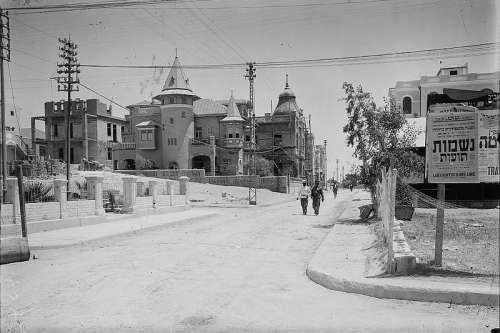 Nahalat Binyamin Street in 1936 in Tel-Aviv, Israel free photo