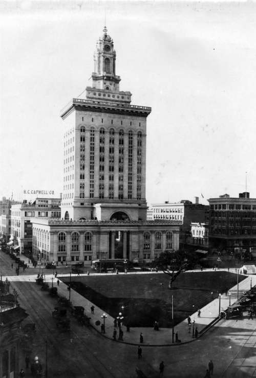 Oakland City Hall and central plaza in 1917 in California free photo