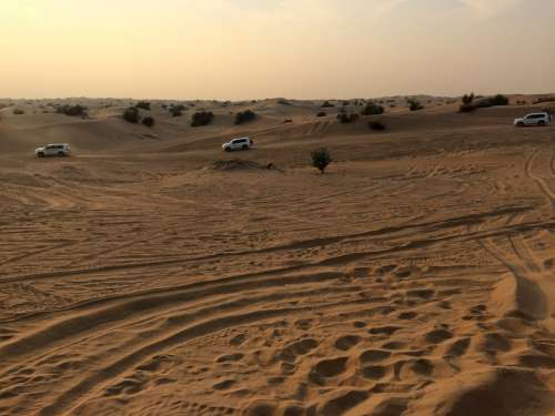Off-road vehicles in deserts of Sharjah in the United Arab Emirates free photo