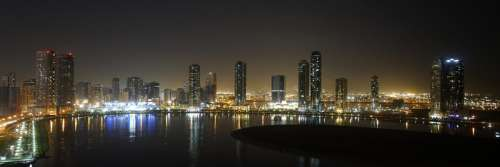 Panoramic view of the Al Khan Lagoon in Sharjah, United Arab Emirates free photo
