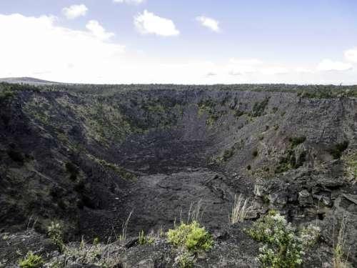 Pauahi Crater at Hawaii Volcanoes National Park free photo