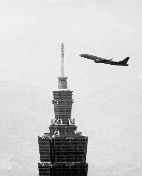 Plane flying fly Taipei in Taiwan free photo