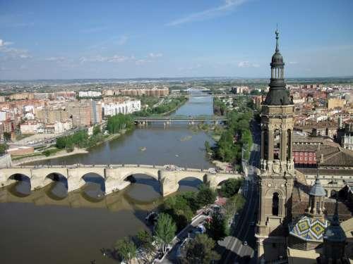Puente de Piedra City View in Zaragoza, Spain free photo
