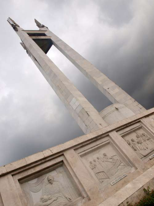 Quezon Memorial Circle in Quezon City, Philippines free photo