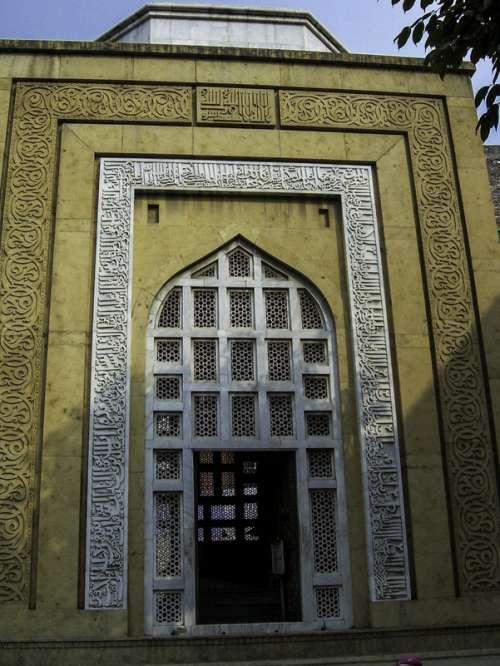 Qutub-ud-Din Aibek's Mausoleum in Lahore, Pakistan free photo