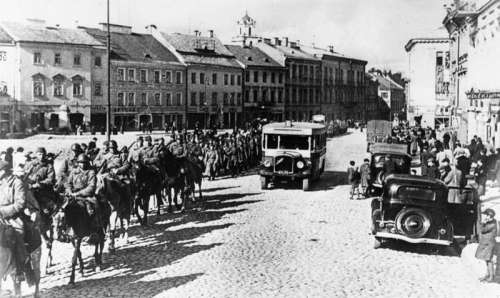 Red Army enters the provincial capital of Wilno during Invasion of Poland, World War II free photo