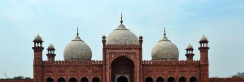 Shahi Mosque building in Lahore, Pakistan free photo