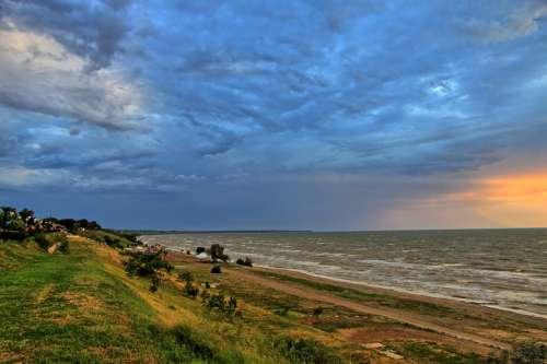 Shoreline landscape at the Sea of Azov in Ukraine free photo