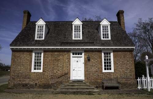 Simple Colonial House in Yorktown, Virginia free photo
